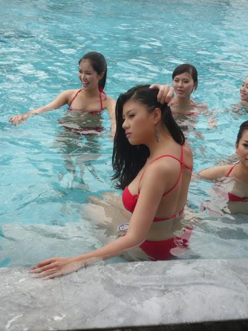 Hoa Hậu Việt Nam mặc bikini tỏa sắc bên bể bơi 33