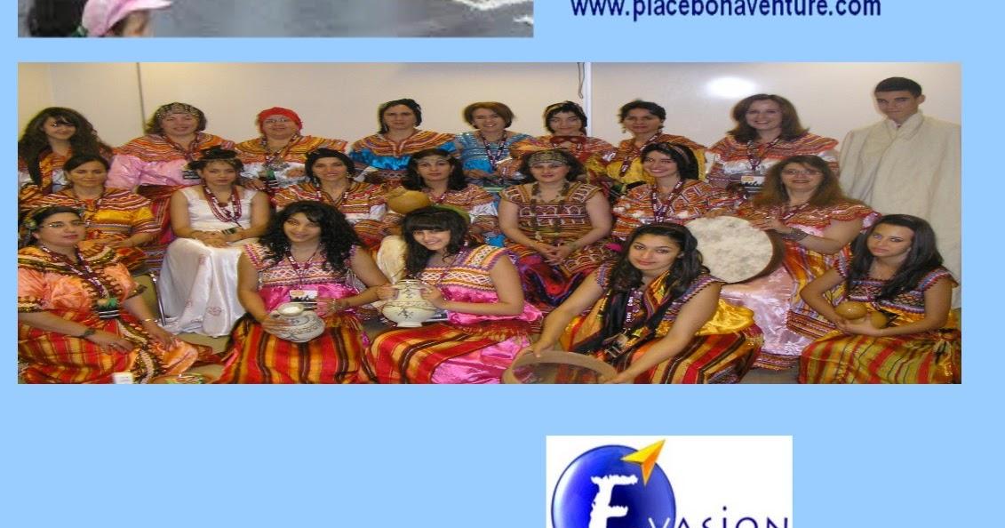 Tafsut chants et danses de kabylie tafsut et la chorale for Salon kabyle