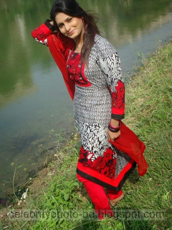 Bangeli+Model+Wahida+Rahi's+Exclusive+PhotoShoot+Collection+at+Dhanmondi+Lake+In+Salowar+2014 2015007