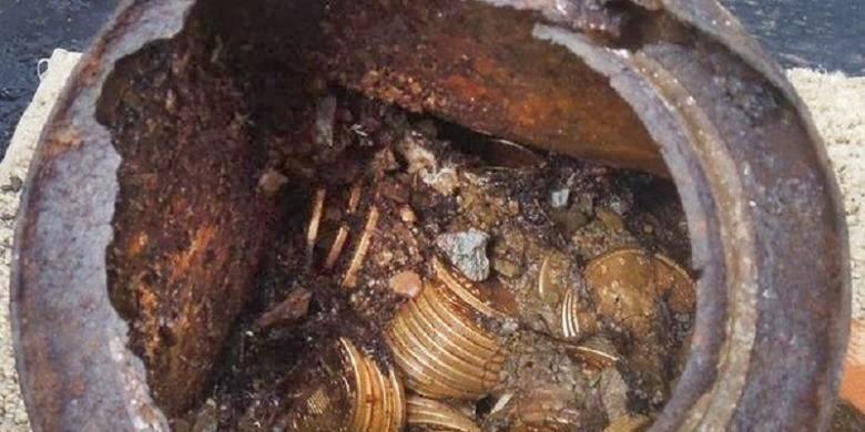 Ribuan Koin Emas Dalam Kaleng Berkarat Ditemukan !