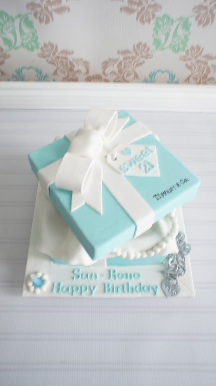 bakingmummy 俏媽咪烘焙坊: Tiffany Box Cake & Cupcakes