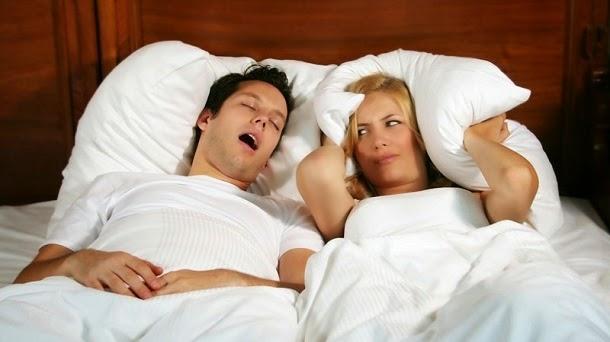 Comer menos melhora qualidade do sono, afirma estudo