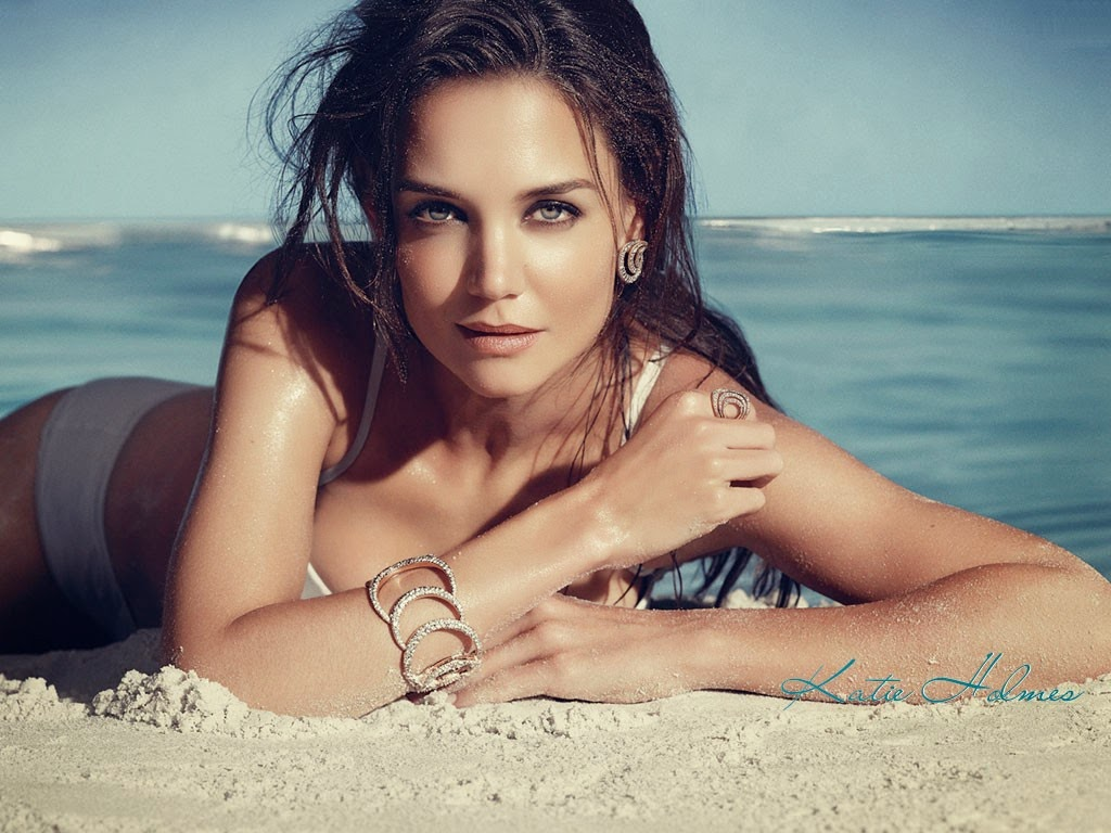 Katie Holmes American Hollywood Actress Sexy Look HD Picture