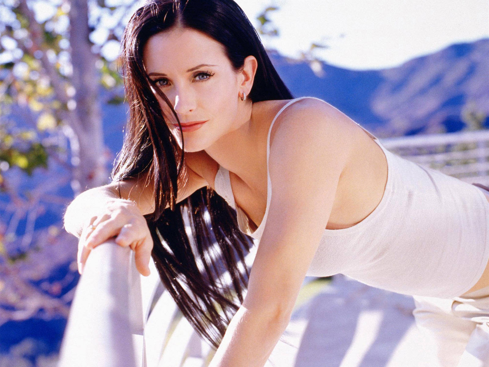 Courteney Cox Beautiful Pose