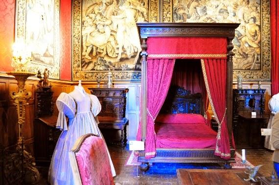 Стая в Замък