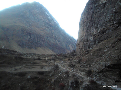 Way to the Vasudhara Falls as seen from the Mana village
