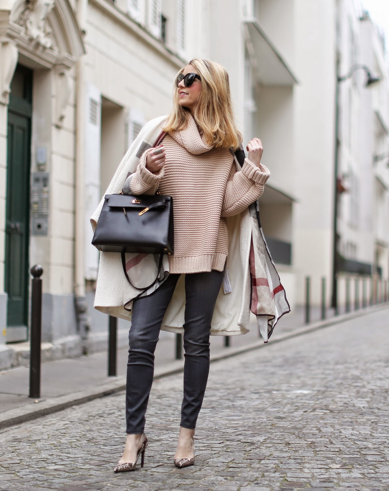 soft colors, beige, zara, burberry, cosy, python heels, streetstyle, fashion blogger, hermès