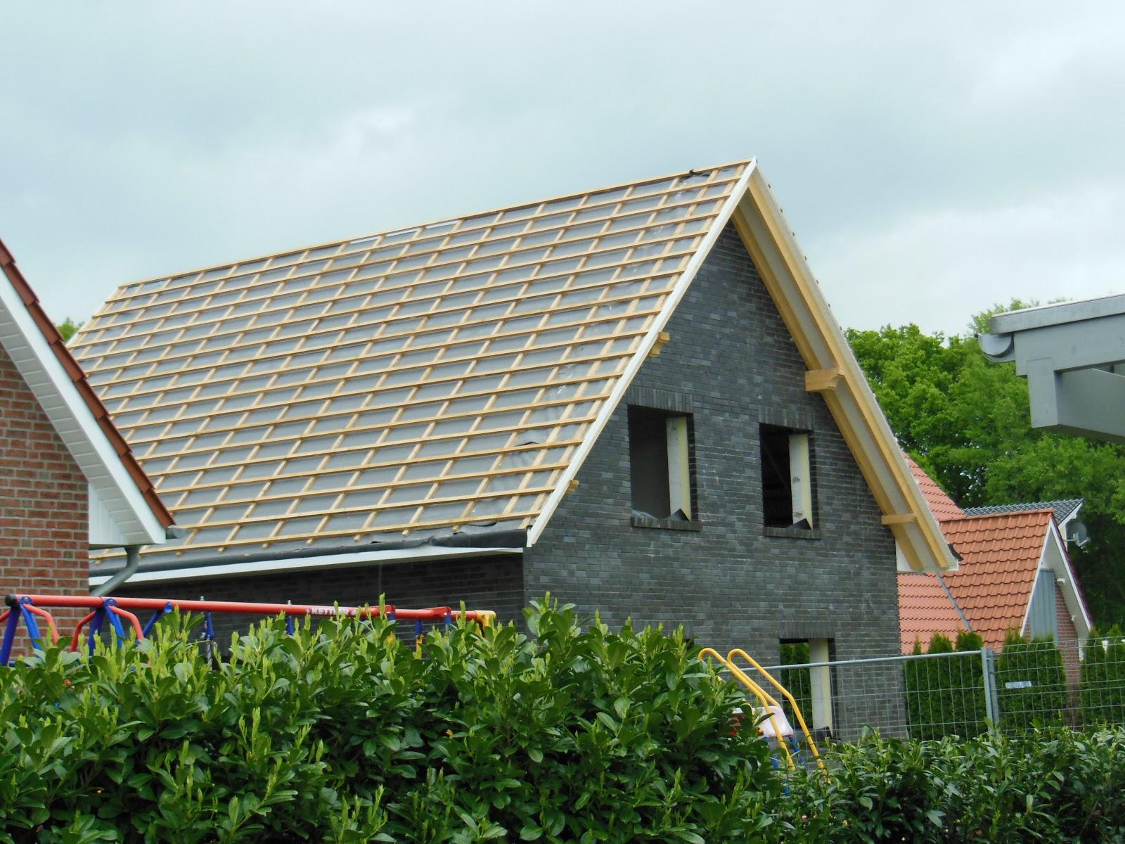 so entsteht unser zuhause klinker fertig und weiter gehts am dach. Black Bedroom Furniture Sets. Home Design Ideas