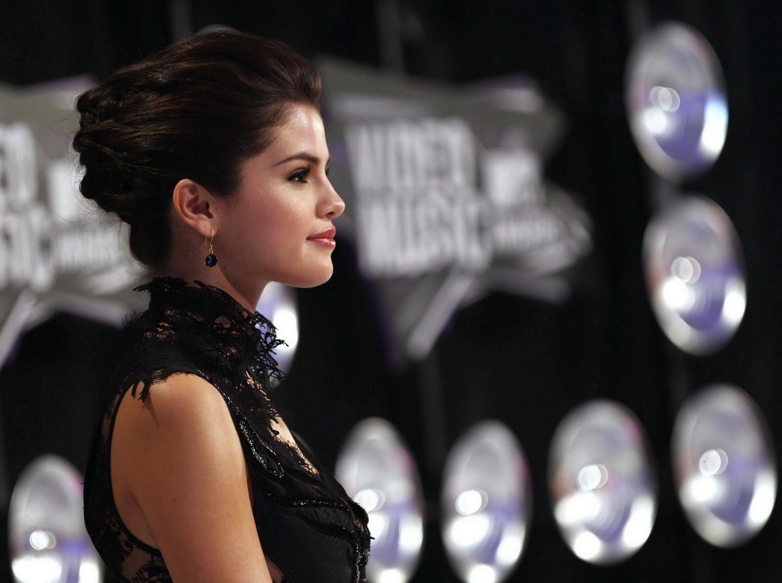 http://4.bp.blogspot.com/-seQUs2kbBOM/TpchnsqgAZI/AAAAAAAAFIc/B7MuSLuMgFY/s1600/Selena-Gomez-MTV%2BVideo%2BMusic%2BAwards%2B2011%2B%252811%2529.jpg