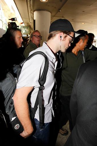 Imagenes/Videos Paparazzi - Página 37 Pattinsonlifelax10252012%2B%25284%2529