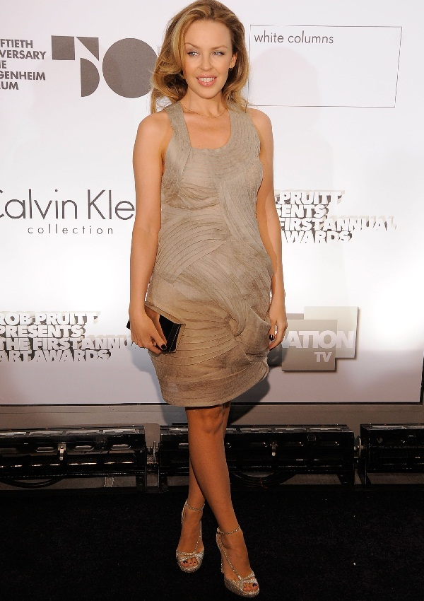 celebrity heights how tall are celebrities heights of celebrities how tall is kylie minogue. Black Bedroom Furniture Sets. Home Design Ideas