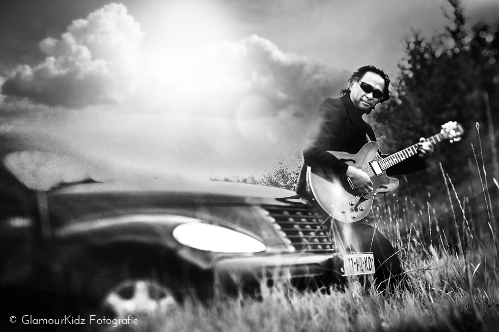 lensbaby guitar musician photographer Apeldoorn netherlands art vintage edge Chrysler