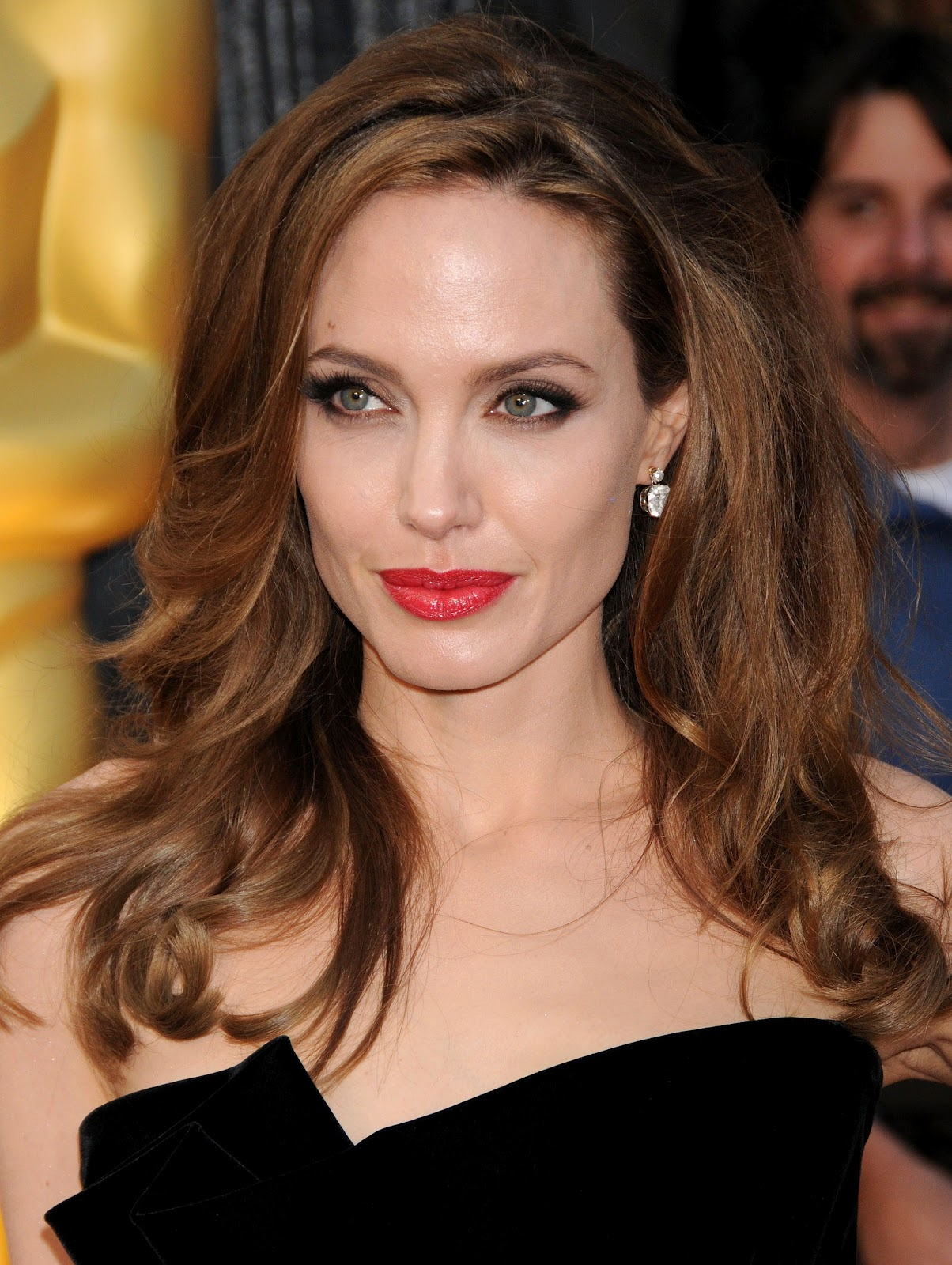 http://4.bp.blogspot.com/-sfmLrK7jUwQ/T0uuzY_6guI/AAAAAAAAC0Y/ObObHUYVKsY/s1600/CU-Angelina+Jolie+arrives+at+the+84th+Annual+Academy+Awards-03.jpg