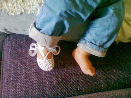 Alpargatas (bailarinas) a ganchillo para bebé.