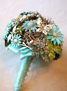 Contemporary brooch bouquet-2-Amanda Jane Heer via Absolute Perfection