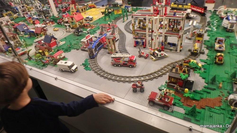 Mamajanka I Oni Lego Pociąga