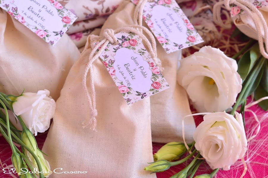 Detalles boda bolsitas personalizadas con jabones