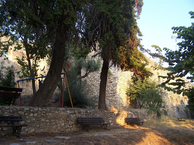Patras; Kalenin iç surları