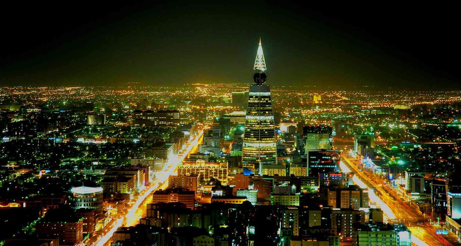 صورة فوتوغرافية من منتصف الرياض في الليل
