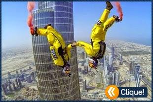 O salto de base jump do edifício mais alto do mundo