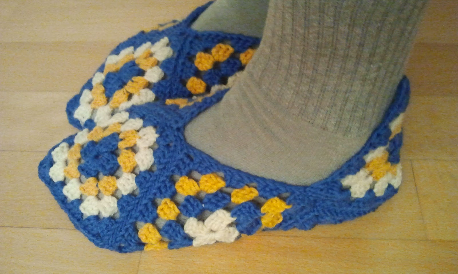 how to make a pair of slippers using granny squares