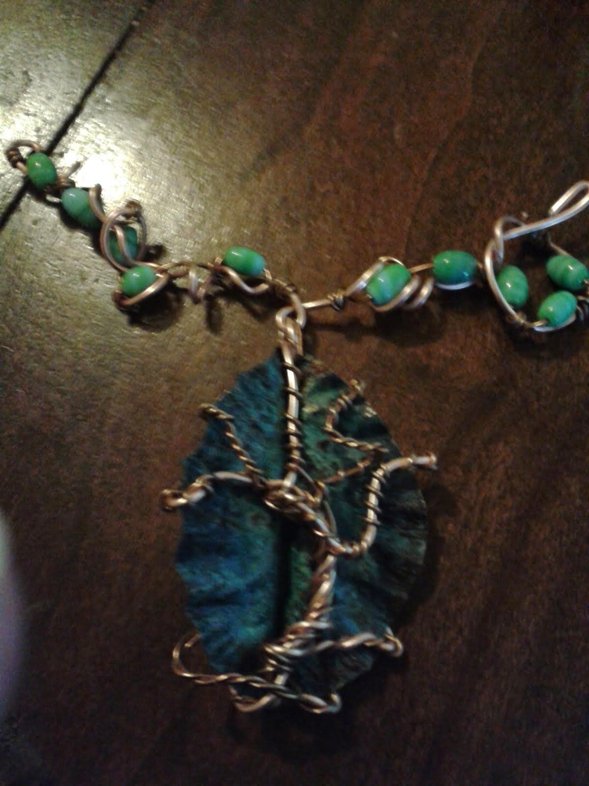 Foglia di rame patina bluastra da ammoniaca e sale con albero della vita in filo si rame