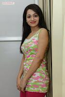 Reshma-at-Love-Cycle-Platinum-Disc