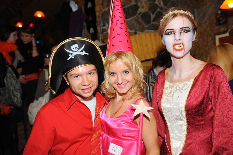 halloween holiday in australia the halloween celebration is also famous by the name of all hallows eveor the day before all saints day