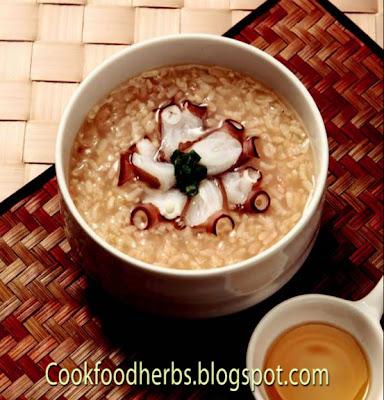 Glutinous rice and octopus porridge