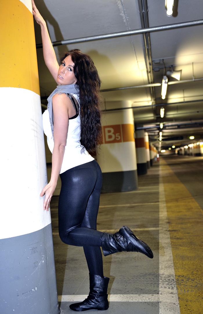 ххх фото девушки в обтягивающих джинсах № 555111 бесплатно