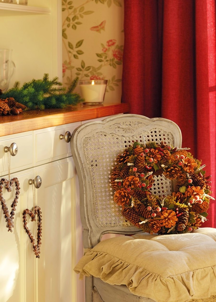 wystrój wnętrz, home decor, wnętrza, urządzanie domu, mieszkanie, Święta Bożego Narodzenia, Christmas, styl francuski, stare złoto, glamour, choinka, ozdoby świąteczne, kominek, dekoracja stołu