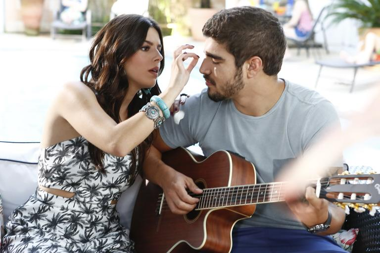 Caio Castro e Giovanna Lancellotti mostram sintonia em gravação de comercial