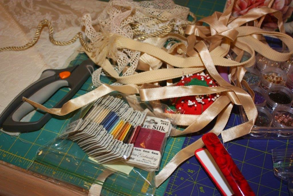 Sarah Lynns Mitered Corner Starting A Ribbon Embroidery Picture