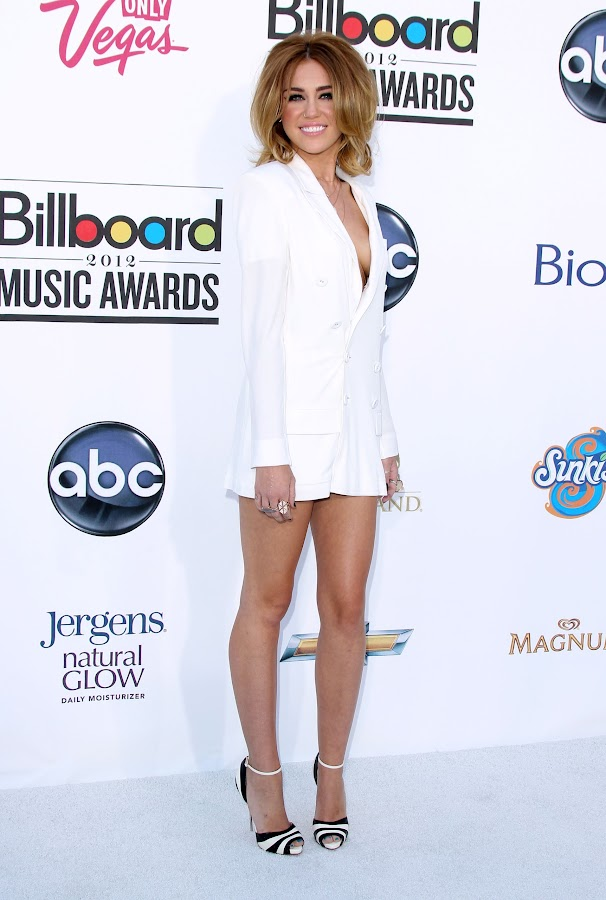 Miley Cyrus stunning and glamorous