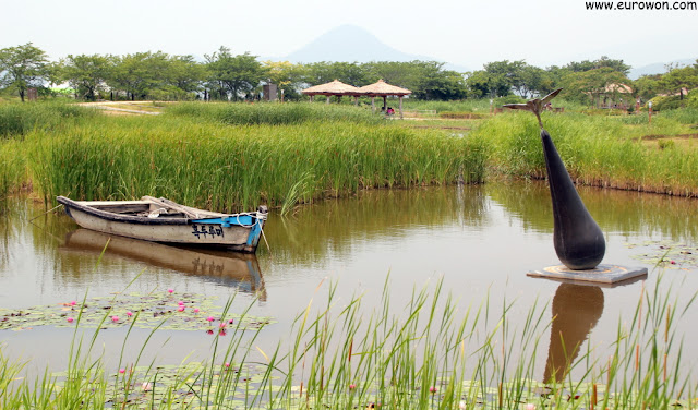 Barca en estanque de la Bahía Suncheonman