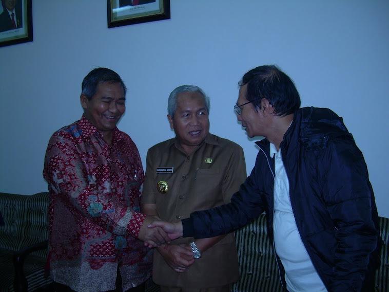 KaKwarnas Pramuka dan Bupati Belitung bersama penulis