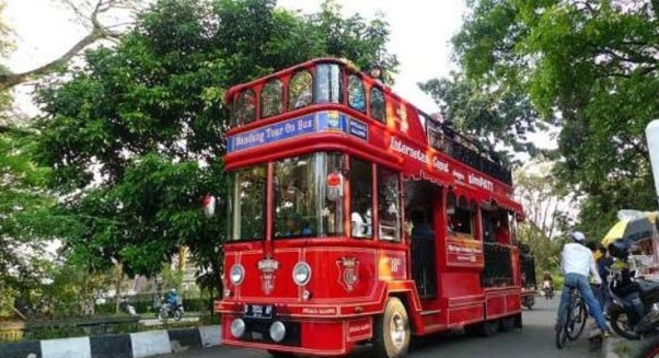 Bandros ialah bus wisata yang menjadi primadona warga Bandungdan luar Bandung untuk berw Cara Pesan Naik Bus Bandros