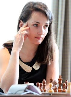 Échecs : Kateryna Lagno (2548) l'emporte en beauté lors de la ronde 4 face à la pugnace Alexandra Kosteniuk (2491) © Anastasiya Karlovich