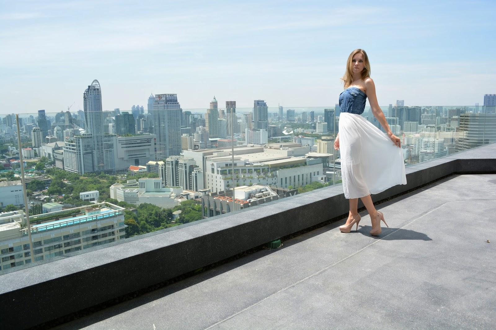 Thajské království, Thajsko, dovolená v Thajsku, Im happy, I'm happy, šťastná štěstí, veselá, šťastný život, Thajsko na vlastní pěst, thajsko bez cestovky, letenky do thajska, kam v Bangkoku, ubytování v Bangkoku, nákupy v bangkoku, modelka, modelka na střeše, mrakodrap, fashionhouse, fashion house, fashion house blog, šaty, dlouhé šaty, džínsové šaty, džínové šaty, jeansové šaty, letní šaty, výprodej letních šatů, levné šaty, češka žijící v zahraničí, češka žijící v Thajsku, Kristýna Vacková, nejlepší blog, český blog, zajímavý český blog, blog o cestování, blog o thajsku, lifestyle český blog, módní blog, fashion český blog, rooftop, kam v thajsku, průvodce po thajsku, plavky, levné plavky, bandeau plavky, bikiny, výprodej plavek, modelka na střeše