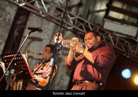 &lt;img src=&quot;image.gif&quot; alt=&quot;Toronto Jazz Concert&quot; /&gt;