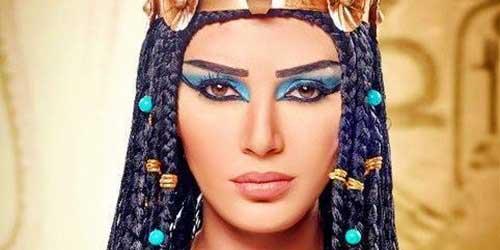 como maquillar las cejas para un look egipcio