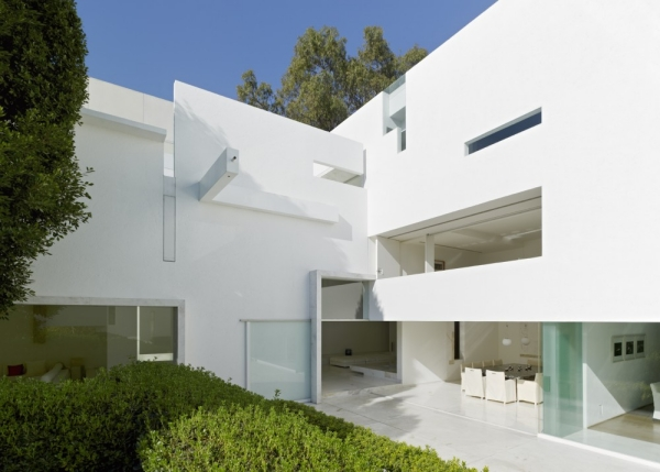 Casas con fachadas minimalistas todo sobre fachadas for Casas blancas modernas
