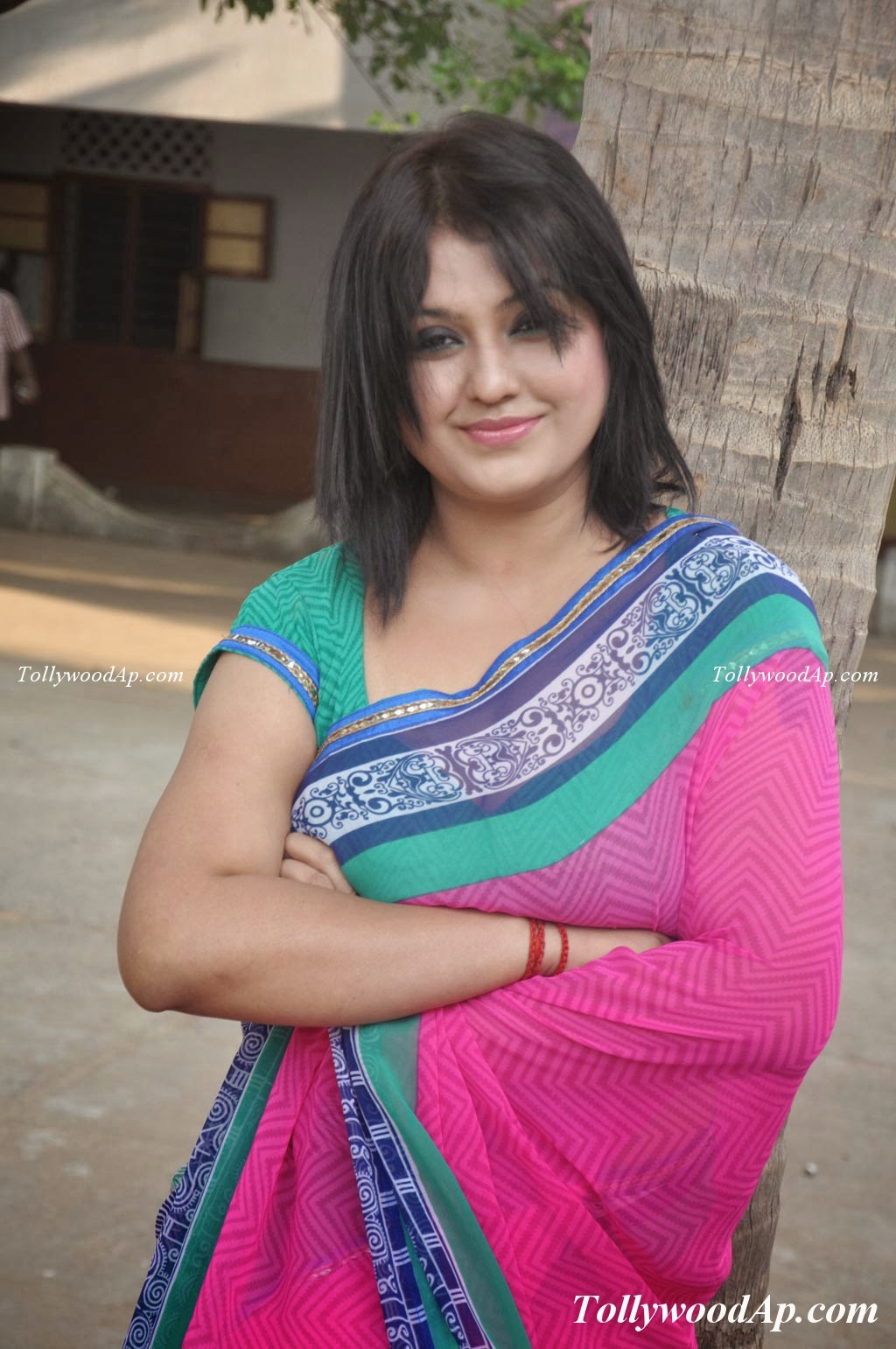 South Actress Super Aunty Sona Poses in Rose Pink Saree 2014 High ...