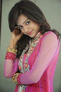 Vithika Sheru Gorgeous Pictures Gallery 007