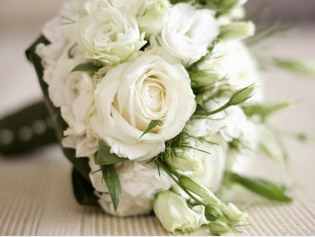 White Rose With Lisianthus