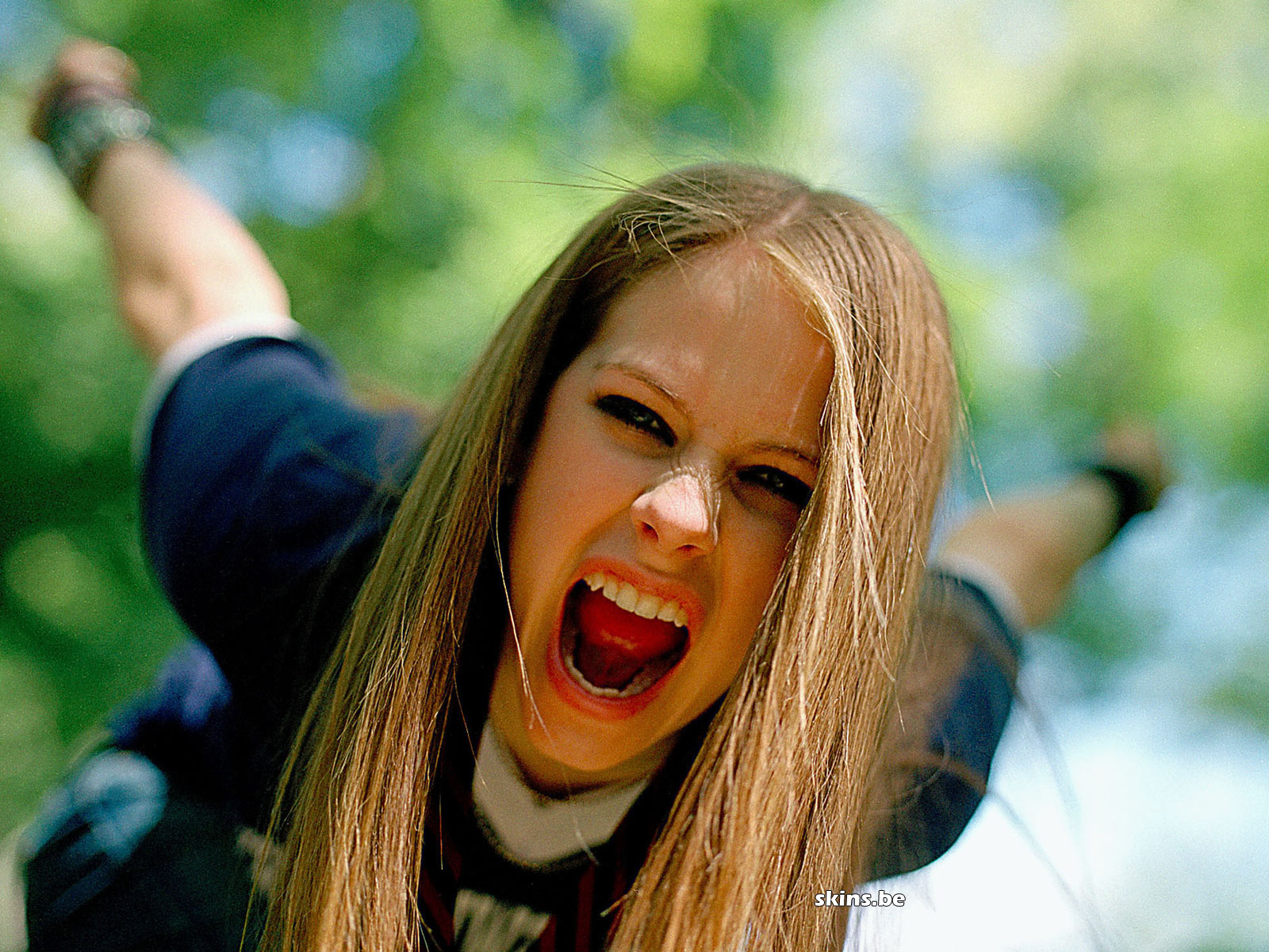 http://4.bp.blogspot.com/-sjvSxuq-a_U/T-_a__ZrTXI/AAAAAAAAAcI/tv3ByuXEudw/s1600/Avril+Lavigne+Photo+(10).jpg