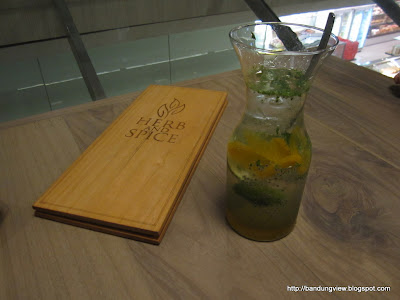 peach mojito - herb and spice