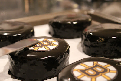 Boston Bruins black and gold hockey puck-cakes
