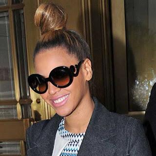 Gaya Rambut ikatan di bagian atas ala Beyonce