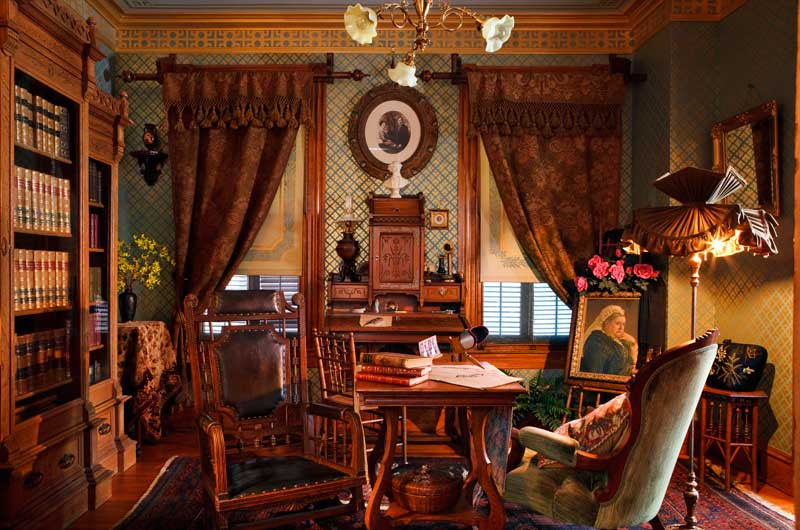 Domythic bliss victorian decorating for Interior designs victorian style home furnishings